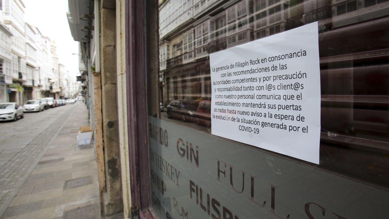 En la imagen, un cartel de un pub de la calle Magdalena anunciando el cierre temporal de sus instalaciones por el coronavirus