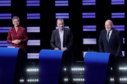 Margrethe Vesteger, de la Alianza de los Demócratas y Liberales por Europa; el alemán Manfred Weber, del Partido Popular Europeo, y el holandes Frans Timmermans, del Partido de los Socialistas Europeos