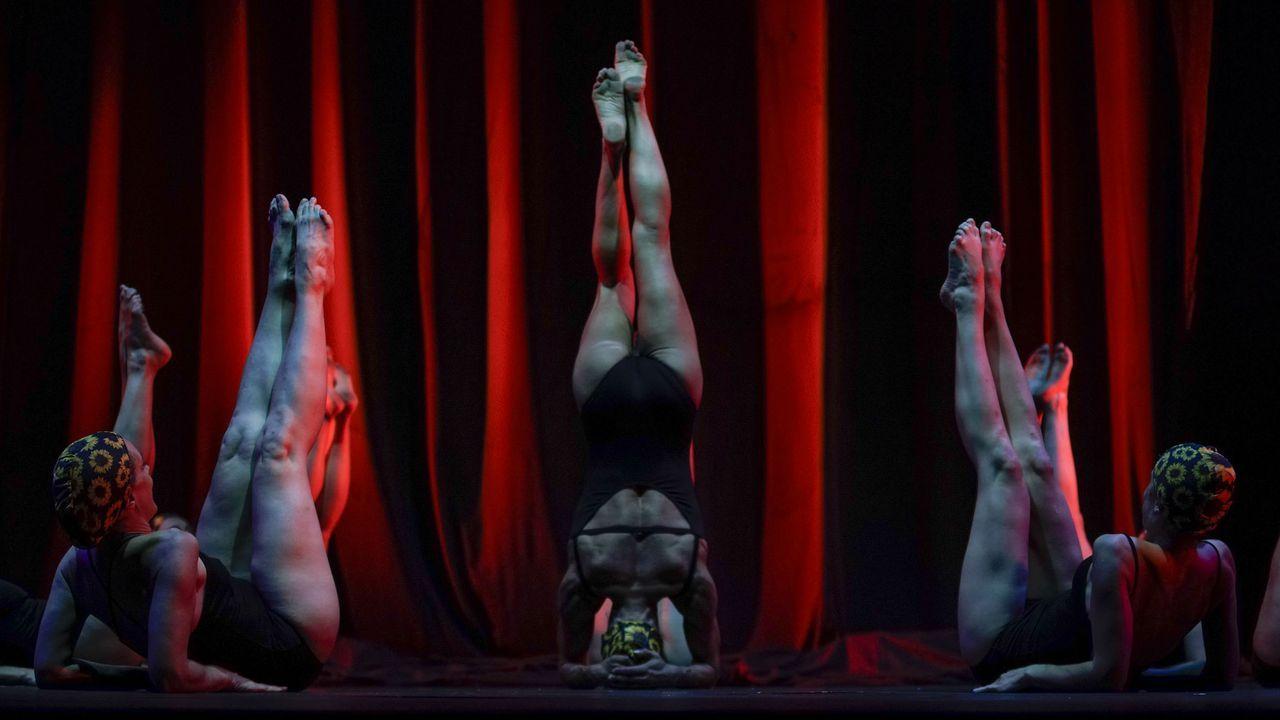 Inauguración de la exposición Recordoleterlorintorel /XXV Aniversario de Laxeiro. Fundación Laxeiro.Imagen de la actuación de Aporía Escénica en la MIT de Ribadavia