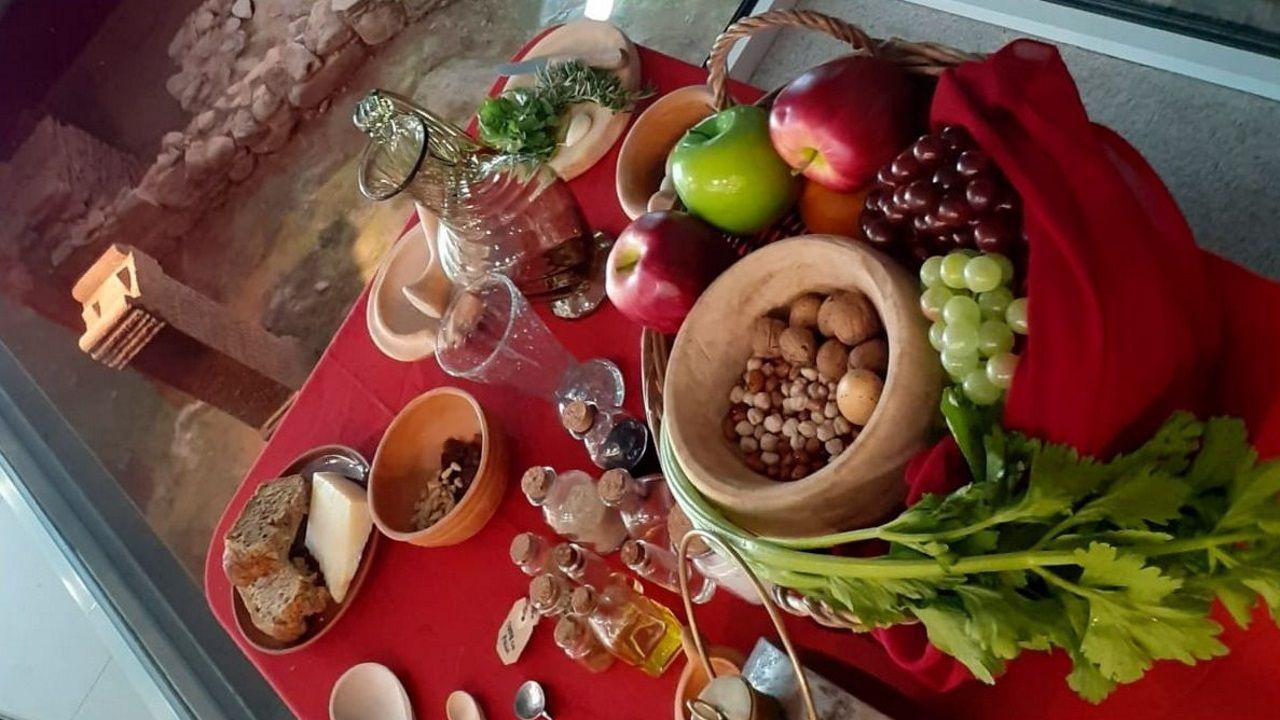 Frutos secos, apio, uvas, queso, aceite de oliva, pan o manzanas eran alimentos usados por los romanos.