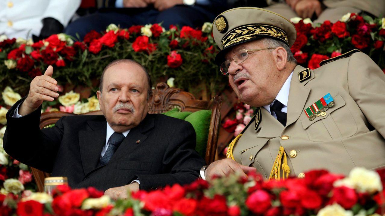 Buteflika y el general  Ahmed Gaïd Salah en un acto militar en junio del 2012