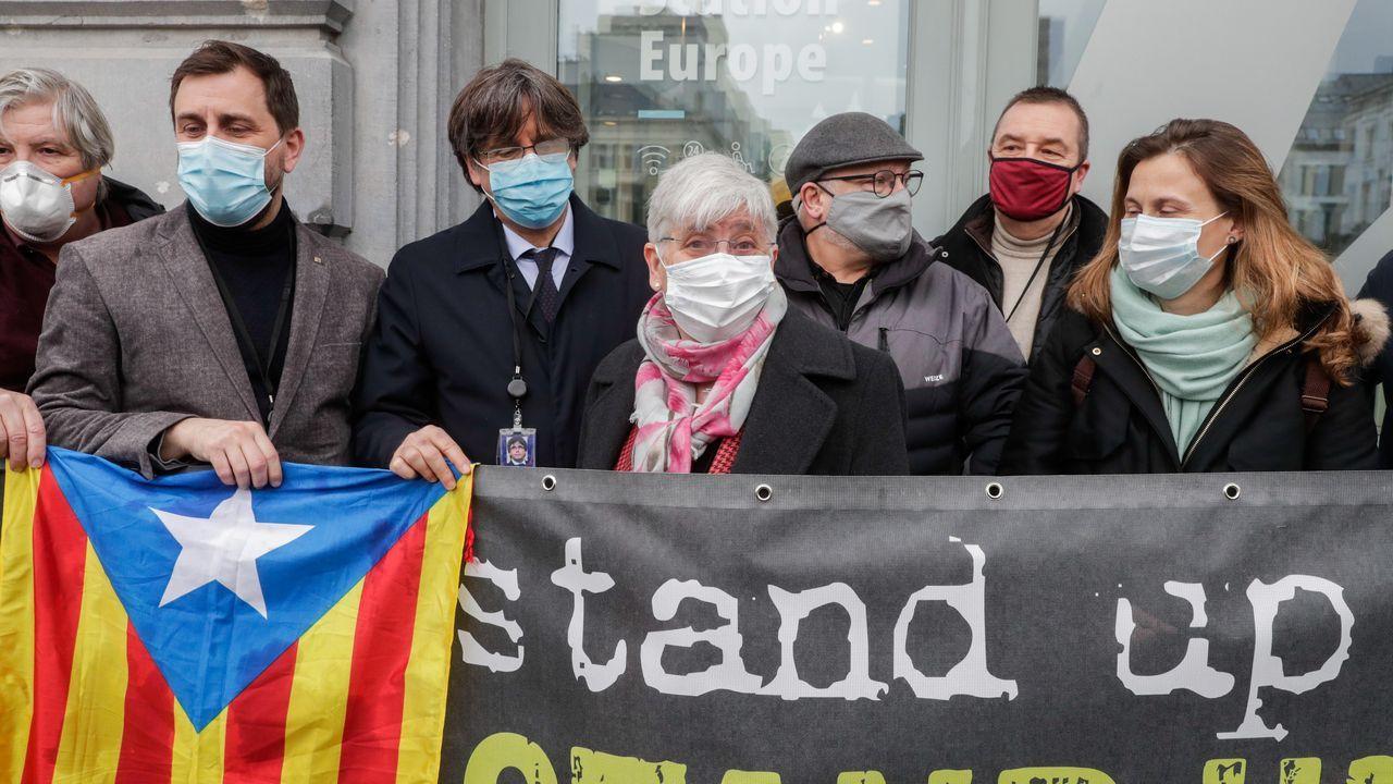 Concentración de eurodiputados catalanes y Puigdemont en Bruselas