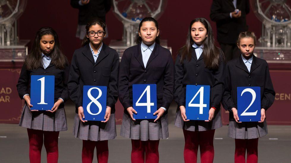 El segundo premio del sorteo extraordinario de El Niño, celebrado en el Centro de Congresos y Exposiciones  Lienzo Norte  de Ávila y dotado con 750.000 euros por serie, ha correspondido al número 18.442