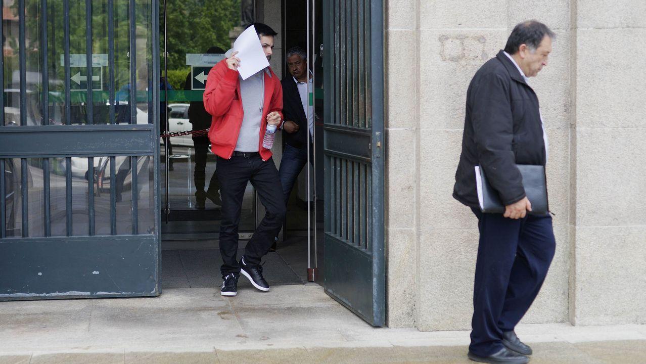 El último adiós a Rubalcaba, en imágenes.Puigdemont, junto a los dos otros huidos en Bélgica (en los extremos), y su abogado.
