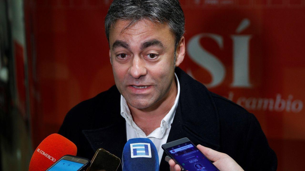 José Ramón Tuero atiende a los medios en la sede del PSOE de Gijón