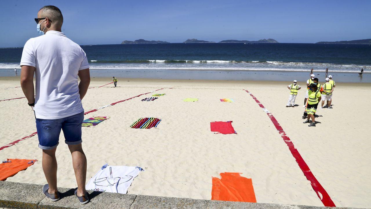 Galicia se zambulle en la fase 2: primeros chapuzones, gente en los bares y vuelta a las clases.Gonzalo Caballero, con la presidenta del PSOE, Cristina Narbona