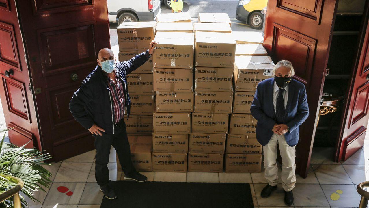 Armando Ojea, hasta este martes único apoyo de Jácome en la corporación, recogiendo mascarillas en la Subdelegación del Gobierno