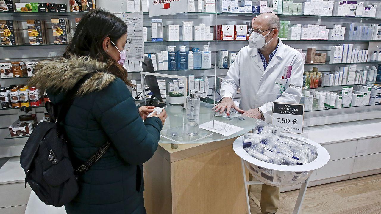 La farmacia Amaro Area de Benito Corbal, en Pontevedra, es una de las 381 boticas de la provincia que participan en el programa de test de saliva