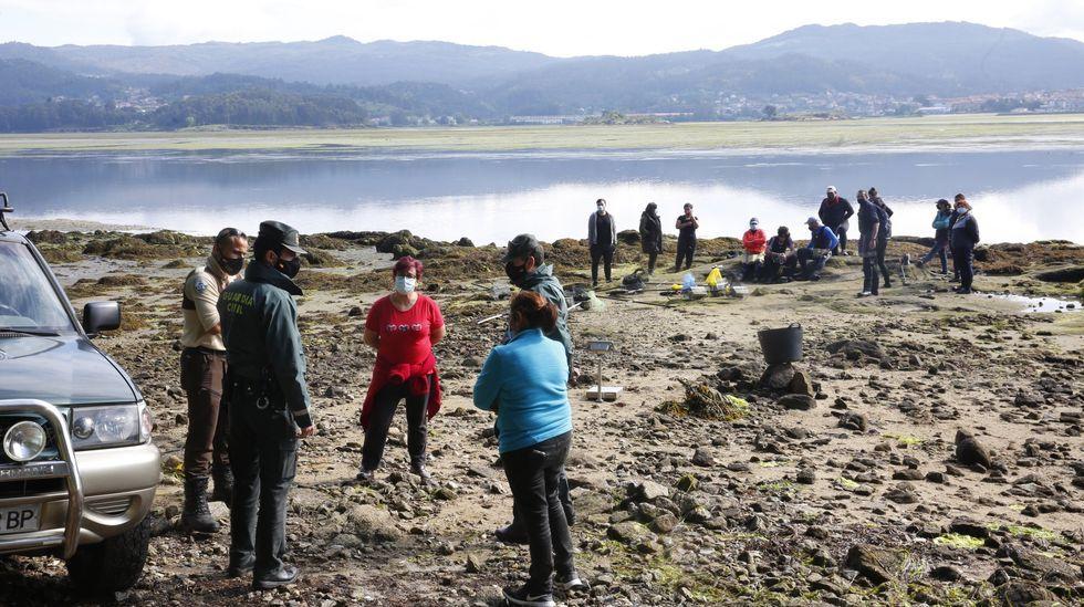 Así se conmemora el Día del Medioambiente en Pontevedra.El marisqueo en O Cunchido, ahora parado por la zona C, fue objeto de polémica en abril cuando el banco aún estaba abierto
