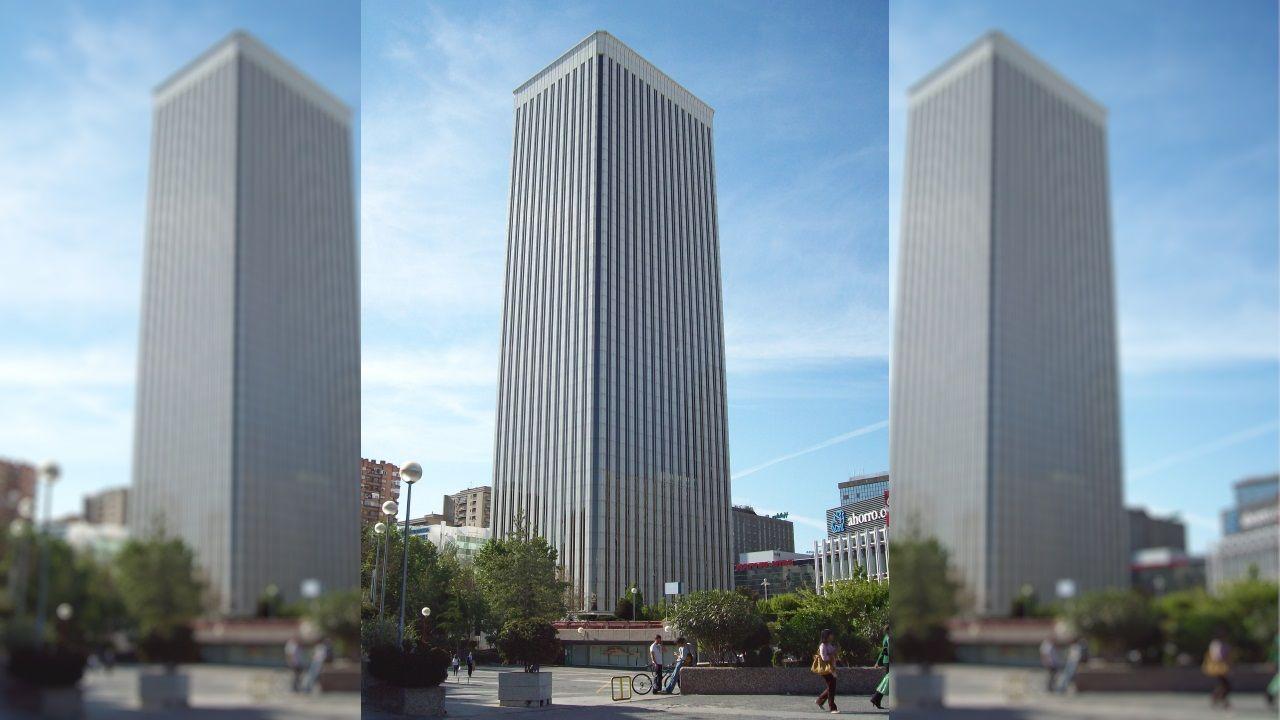 TORRE PICASSO (Madrid) - Cuenta con 43 plantas y tiene una altura de 156 metros