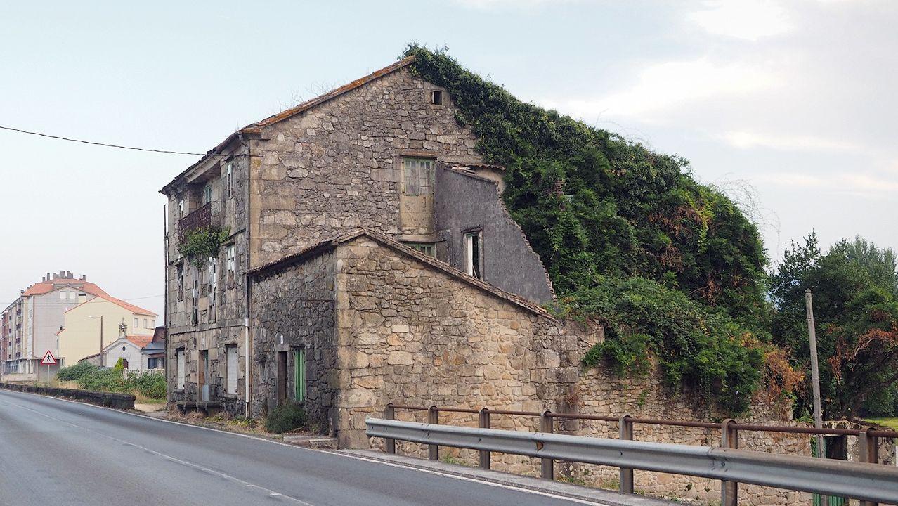 Casa en ruinas en la N-550, en A Ponte, Padrón