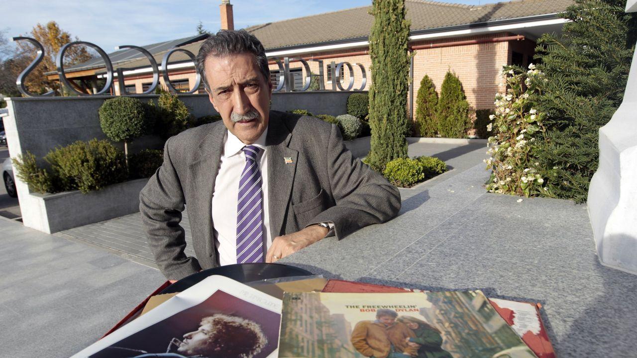 Araguas publicou recentemente «El mundo poético de Bob Dylan»