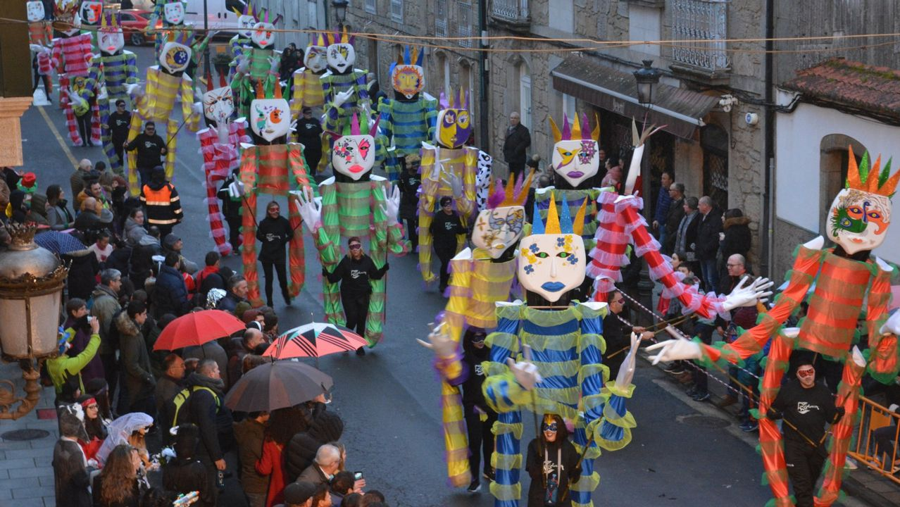 Sábado de piñata en Celanova.Carnaval en la calle de la Torre.