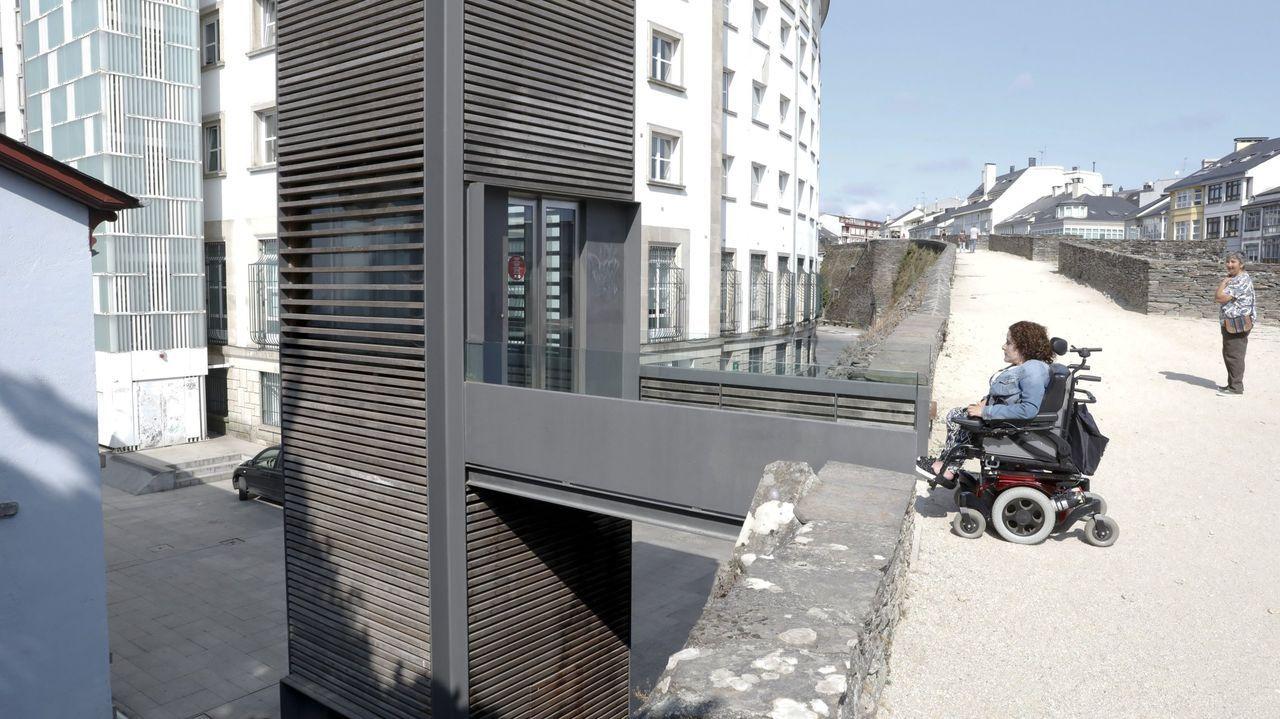 El ascensor junto a la Diputación es el mejor acceso a la Muralla para las personas con discapacidad