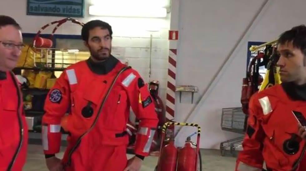 Evacuado de un pesquero por una brecha en la cabeza