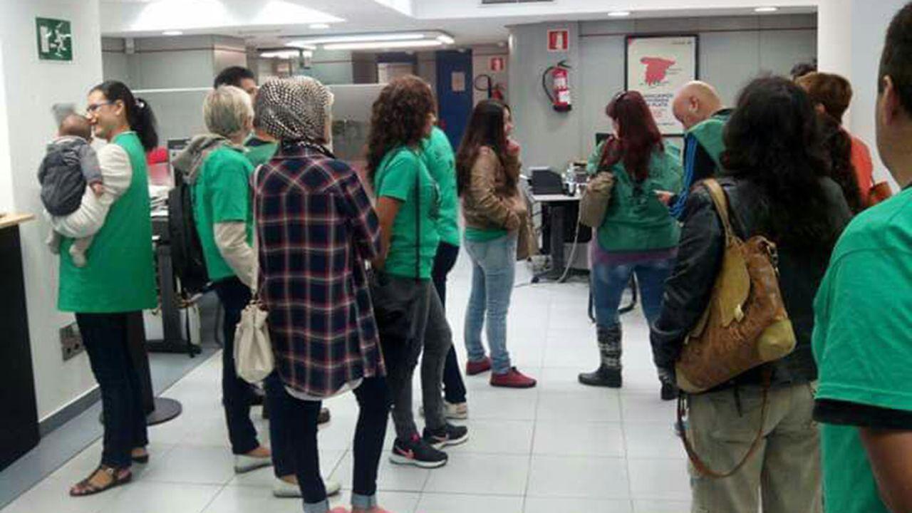 hoteles, maletas, turistas, Asturias.Una protesta de la PAH de Oviedo