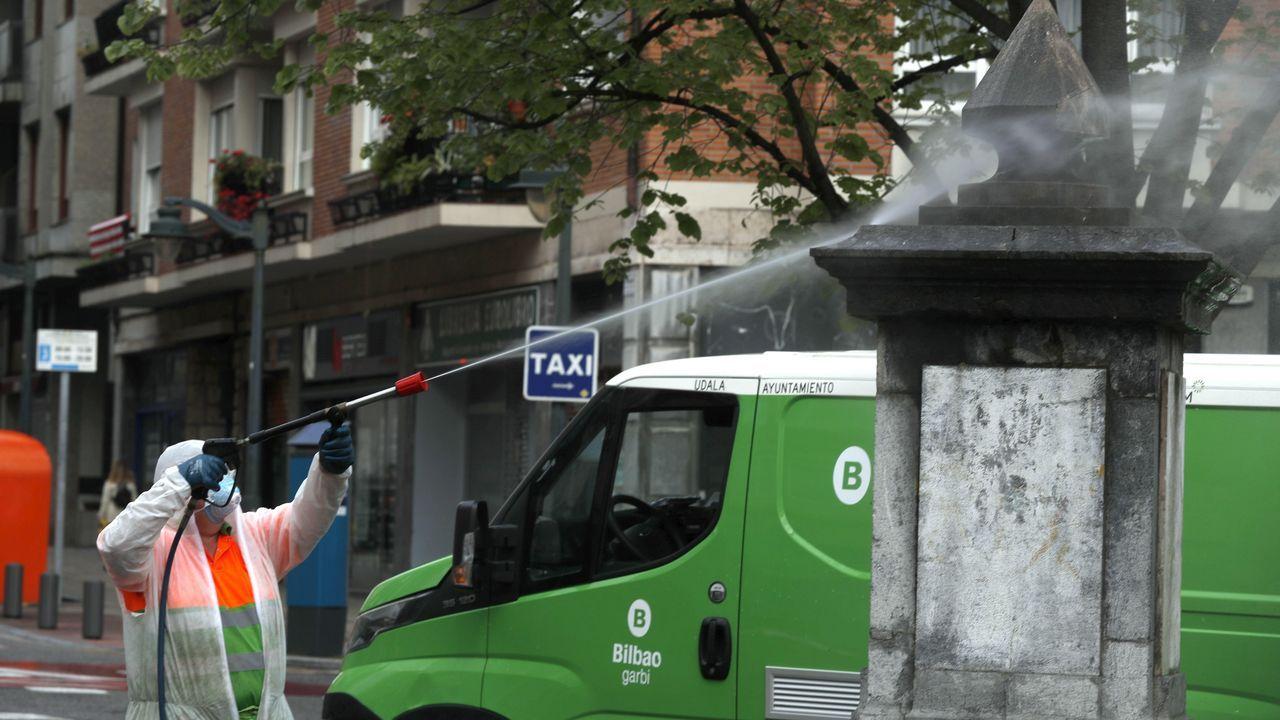 Limpieza en una calle de Bilbao