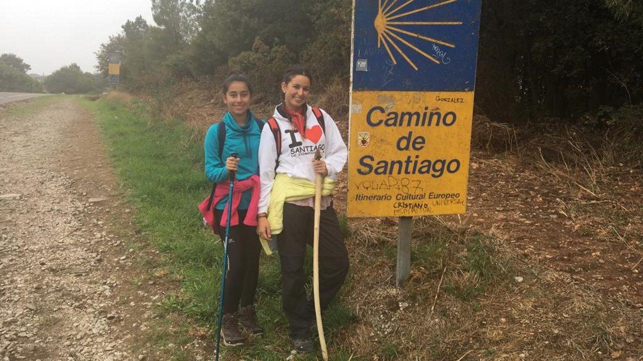 Cristina Pirrello junto a una compañera de viaje