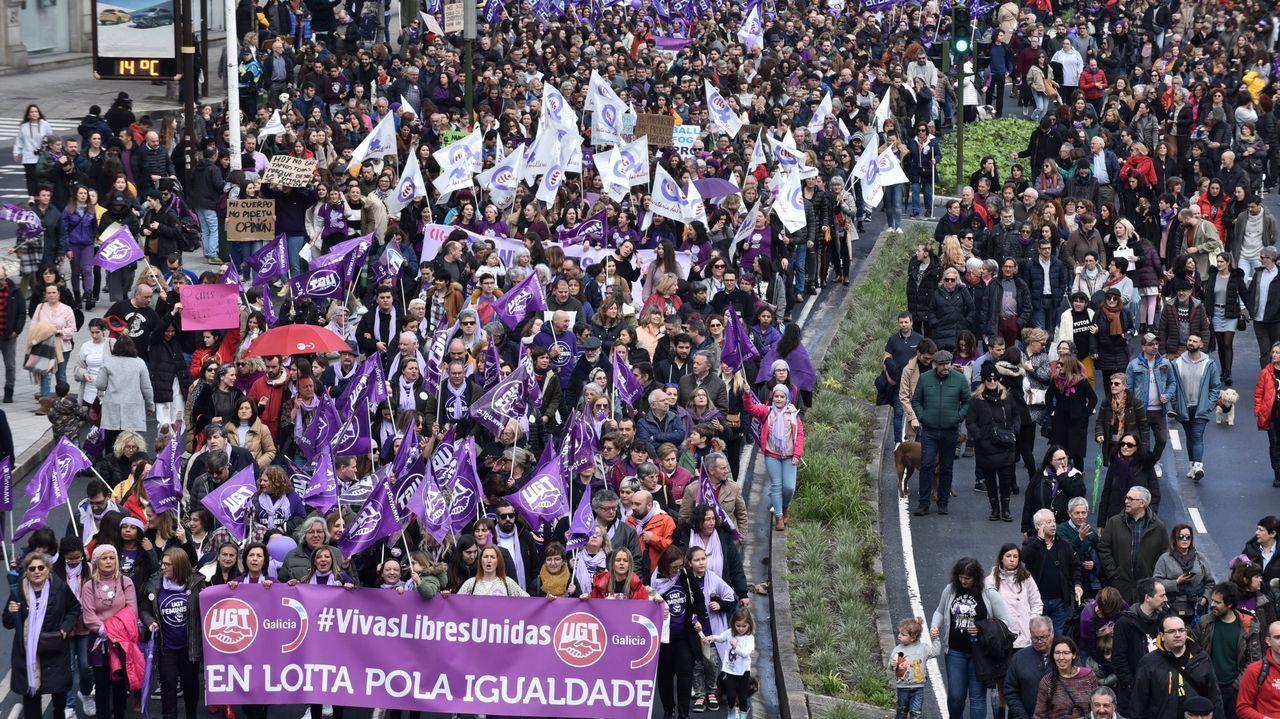 La AC-12 comienza a perder carriles por las obras en el cruce del Sol y Mar.Manifestación del 8M en A Coruña en el 2020.