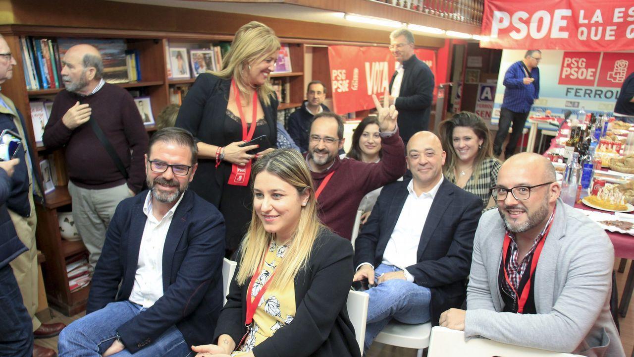 Estimación de voto en Ferrol.Los socialistas siguiendo los resultados en su sede de Ferrol