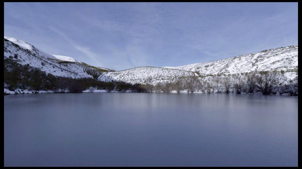 Otra vista invernal de la laguna en una imagen del documental  Tempo , de Manuel Valcárcel