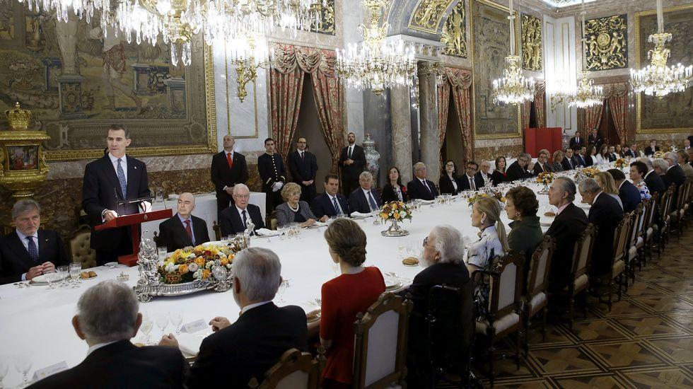 El rey Felipe, durante su discurso con motivo del almuerzo ofrecido por los Reyes al ganador del Premio Cervantes, el mexicano Fernando del Paso, antesala de la ceremonia de entrega del galardón que se celebra mañana en Alcalá de Henares.
