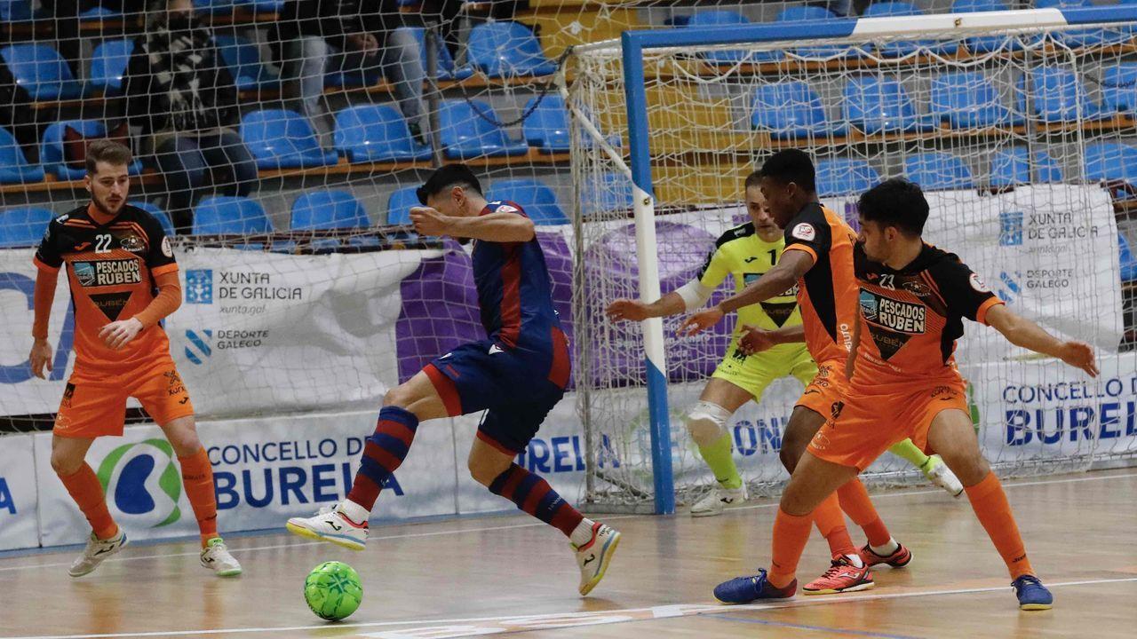 El pescados Rubén Burela de fútbol sala puede con el Levante.El Envialia jugó con su equipación feminista, de color morado y con los  nombres de las madres de las jugadoras en el dorsal