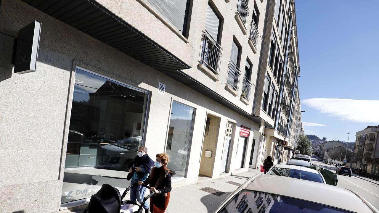 Un edificio y un garaje en Vigo