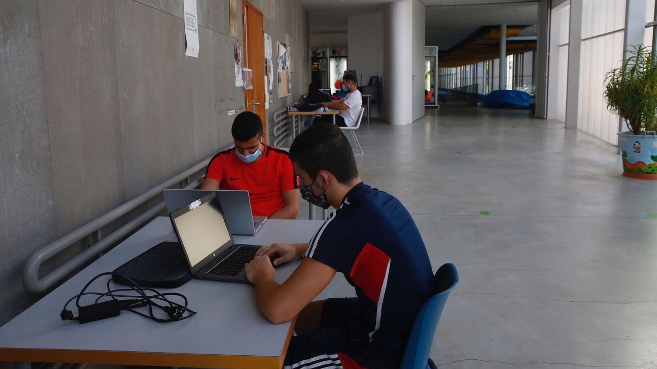Los hospitalizados por covid en el área sanitaria son este domingo 14, 9 en planta y 5 en la uci de Montecelo