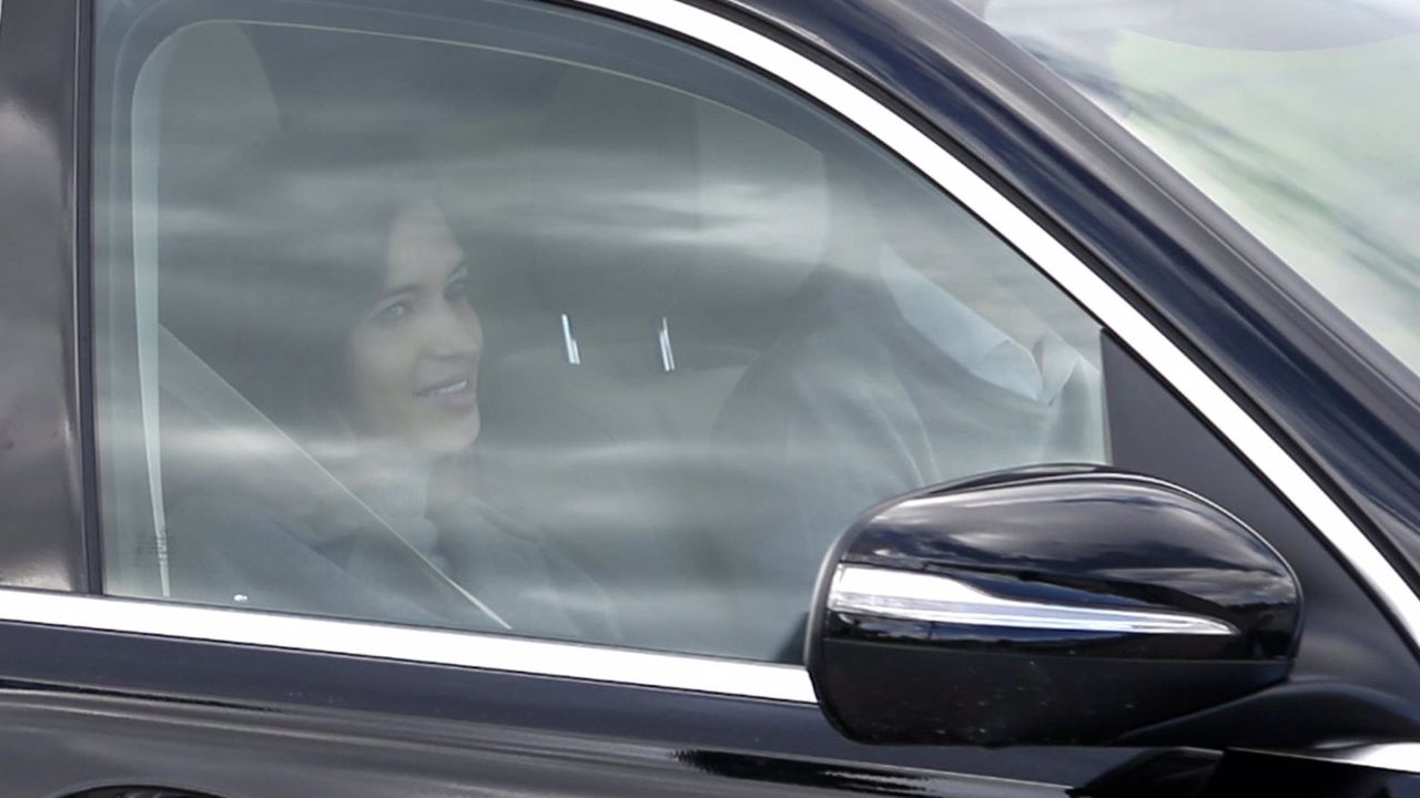 Sara Carbonero abandona el hospital junto a Iker Casillas tras recibir el alta médica