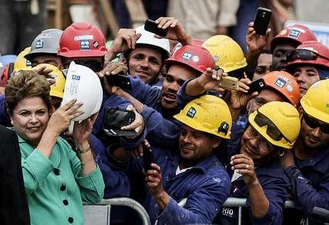 Rousseff, con los trabajadores de las obras de la sede de los Juegos Olímpicos de Río.