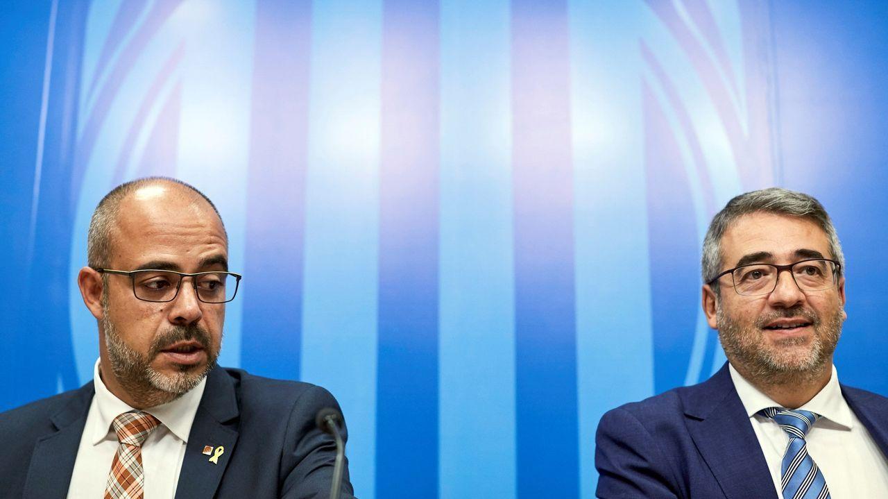 El consejero de Interior catalán, Miquel Buch, (a la izquierda)  con el ya exdirector de los Mossos, Andreu Martínez