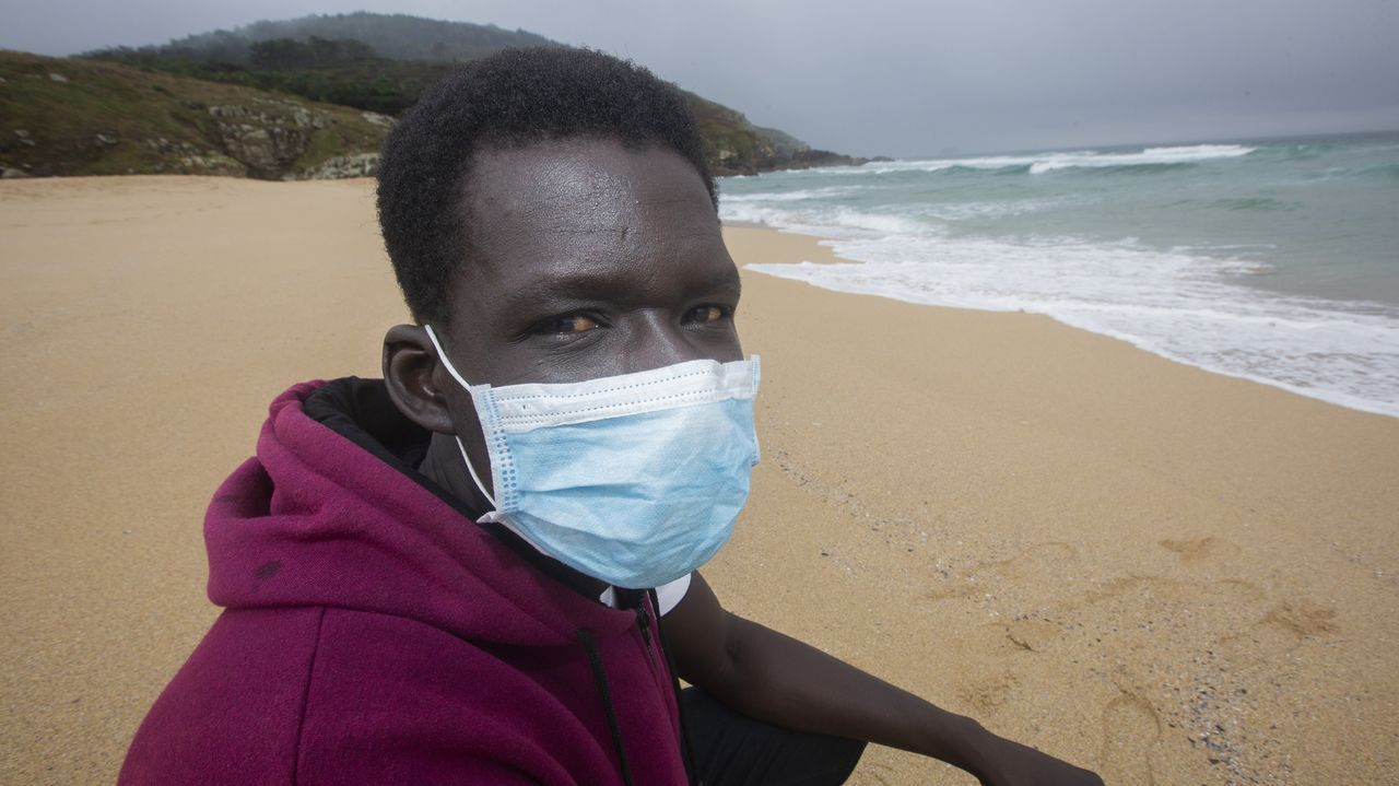Habla Elhadji, el héroe senegalés que rescató del mar a un joven en Fisterra
