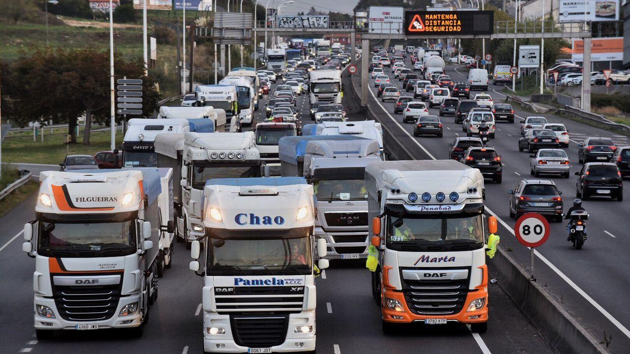 Protesta camiones Endes en Alfonso Molina