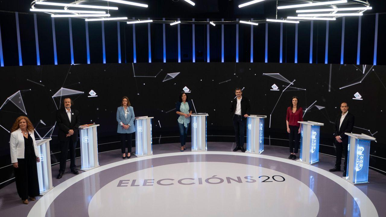 Los nacionalistas sacaron pecho del gobierno de Evencio Ferrero en Carballo.La candidata del BNG, Ana Pontón, el miércoles en el barrio de Recimil, en Ferrol