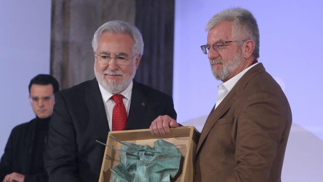 Miguel Santalices entregou o premio a Xosé María Álvarez Cáccamo