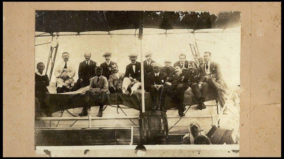 Tripulantes fisterráns en la Patagonia argentina, año 1929.