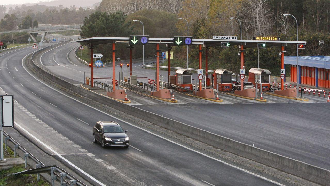 Cabina de peaje en la autopista AG-55, en Carballo