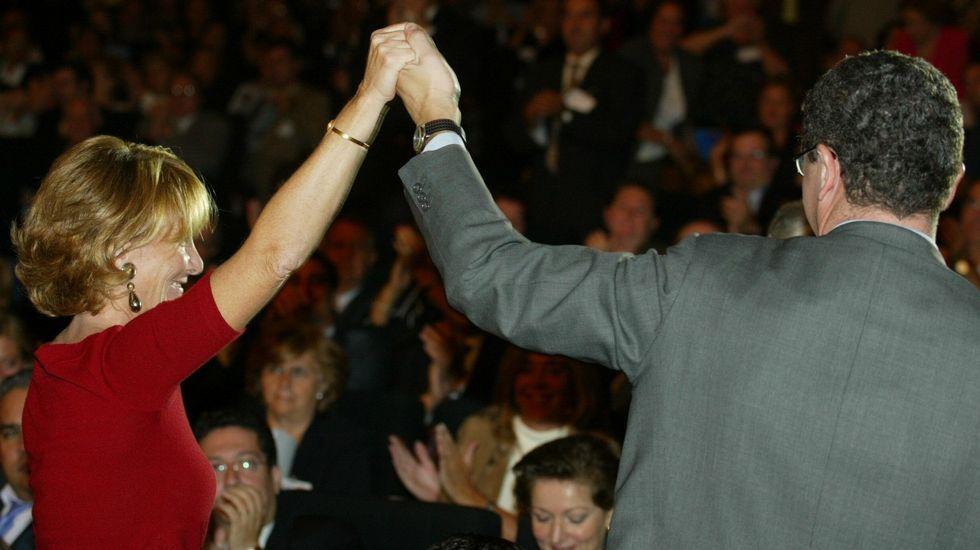 Esperanza Aguirre durante el congreso del PP de Madrid en el año 2002, junto a Alberto Ruiz Gallardón.