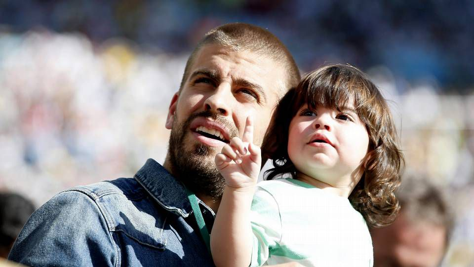 Shakira - Loca.Piqué con su hijo Milan