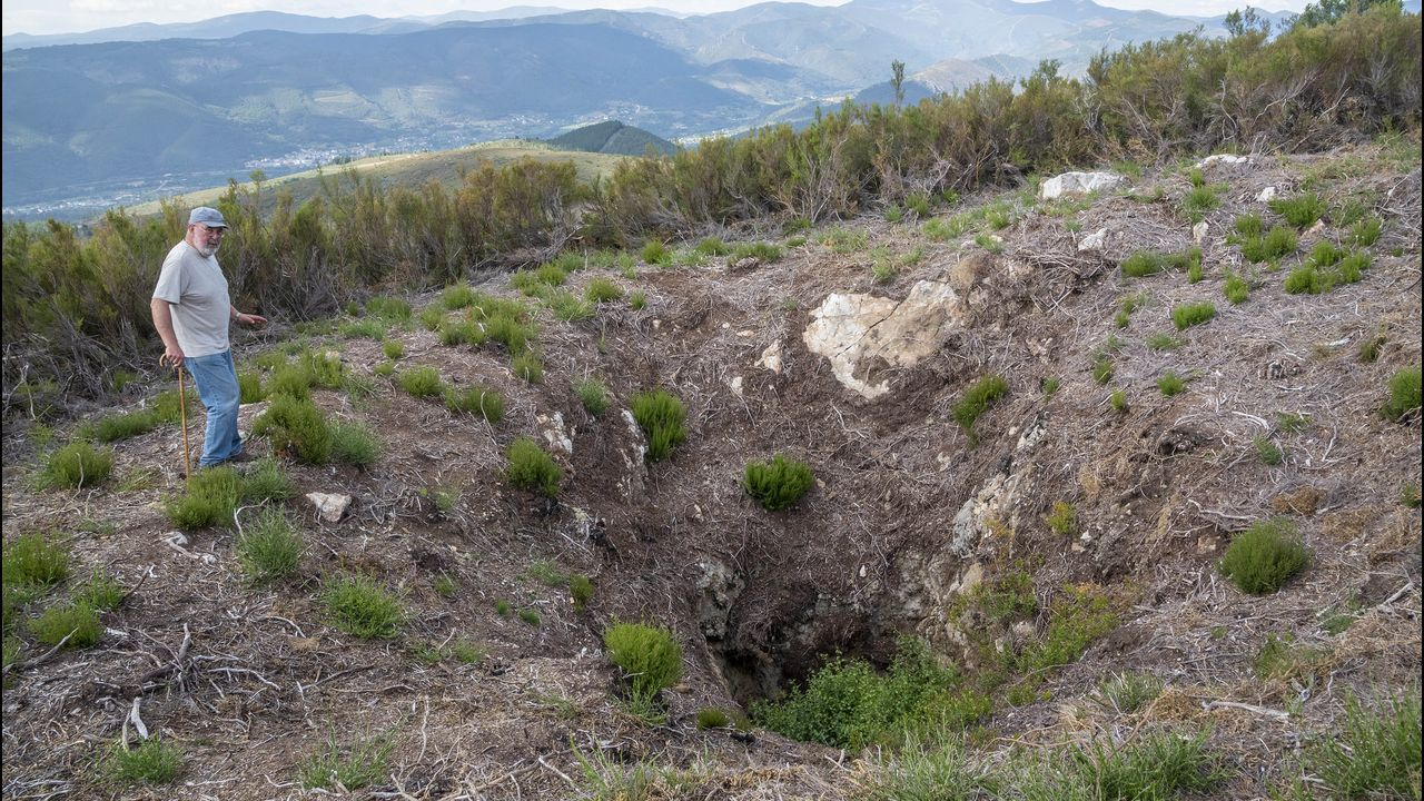 Por la ruta de las antiguas minas de O Covallón.Uno de los antiguos pozos de prospección minera puestos al descubierto en la zona de O Covallón