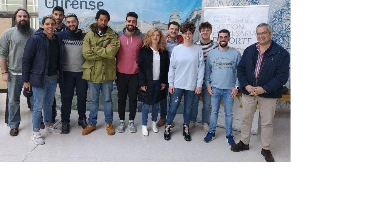 Kit de bienvenida para los nuevos alumnos de la Universidad de Vigo, con máscaras reutilizables