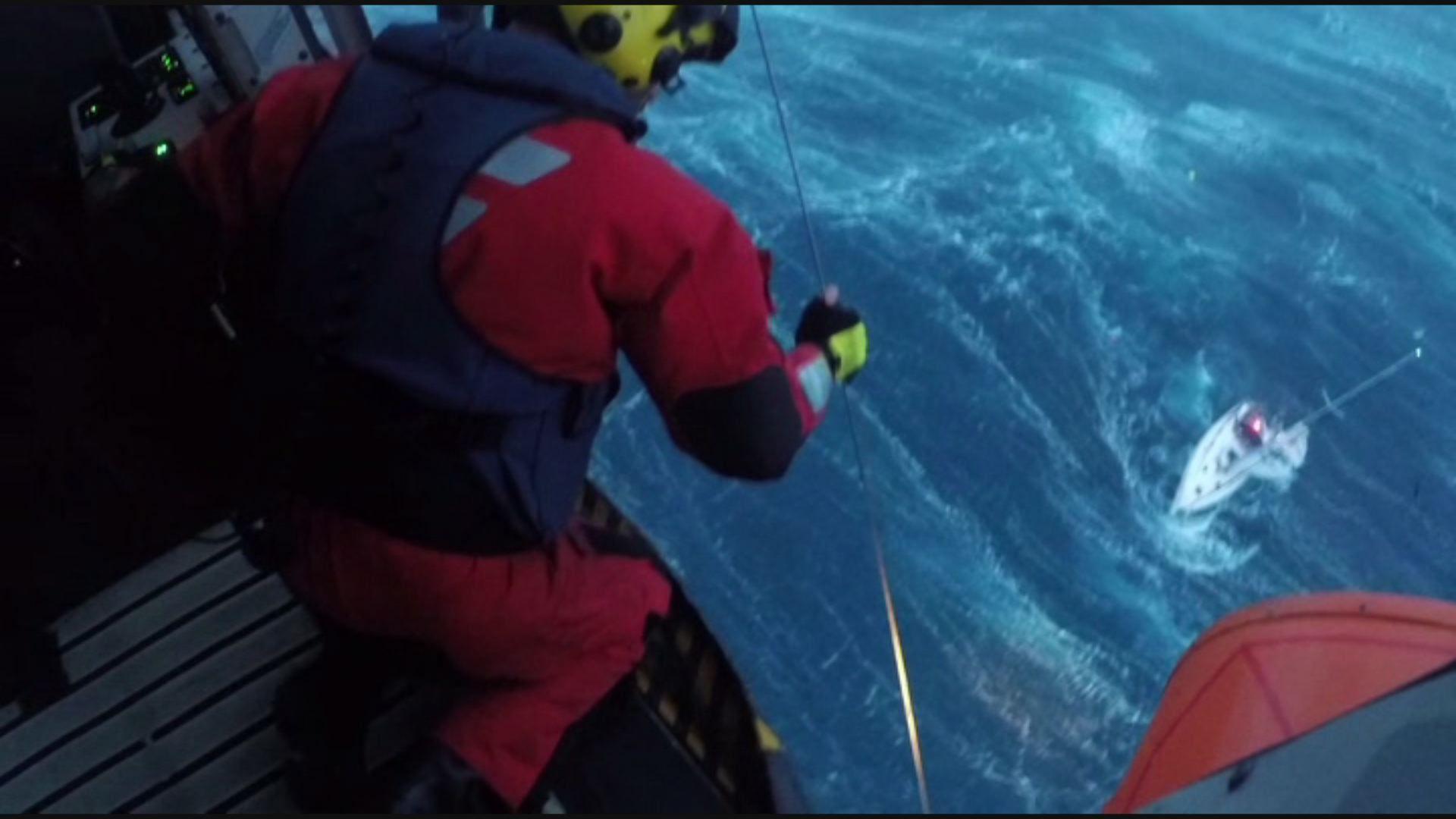 Rescate «milagro» a oscuras y entre olas de seis metros.El gallego Javier Olleros «emplató» el paisaje y las excelencias de la ría de Arousa que sirve de despensa a su Culler de Pau