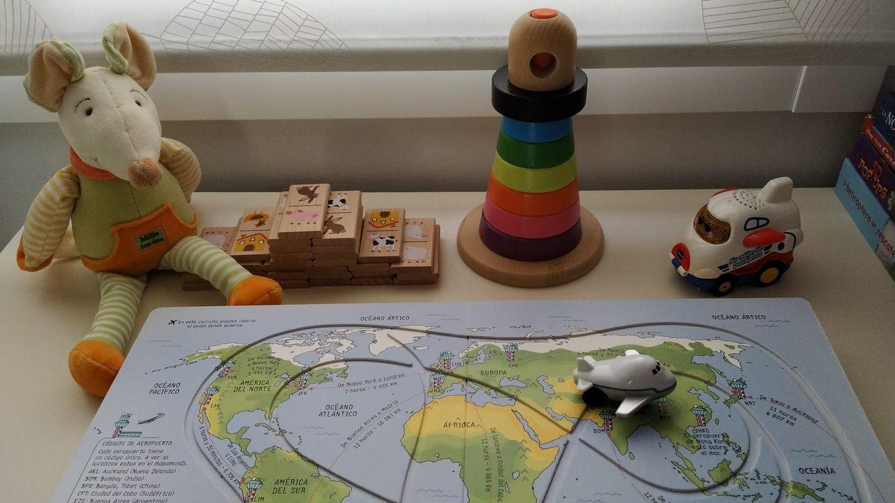 Un avion y otros juguetes esperan en Ourense la llegada desde Vietnam de un menor asignado a una pareja gallega