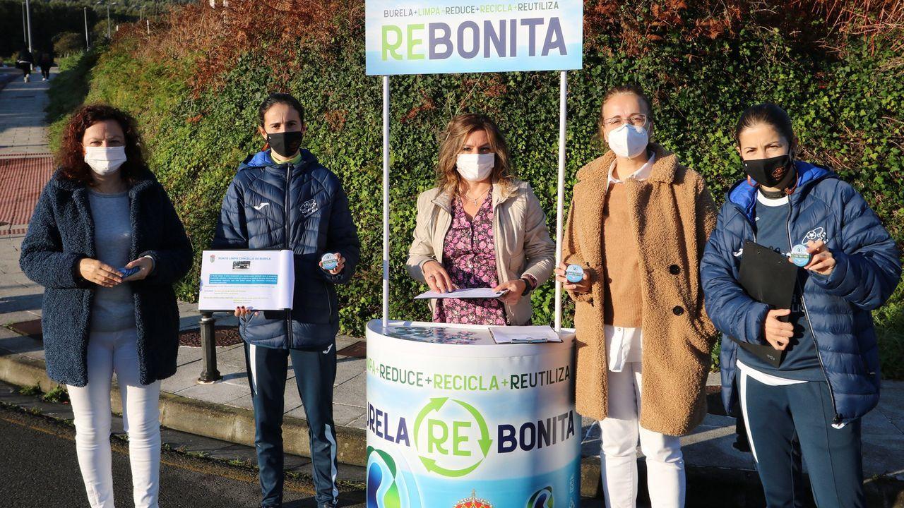 Concentración de protesta en Burela porquecontinúa el cierre perimetral por positivos en coronavirus.Lara y Bea Mateos participaron en la presentación de la campaña Burela Re-Bonita