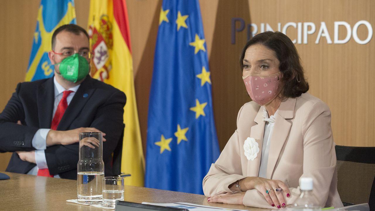 El presidente del Principado de Asturias, Adrián Barbón y la ministra de Industria, Comercio y Turismo, Reyes Maroto