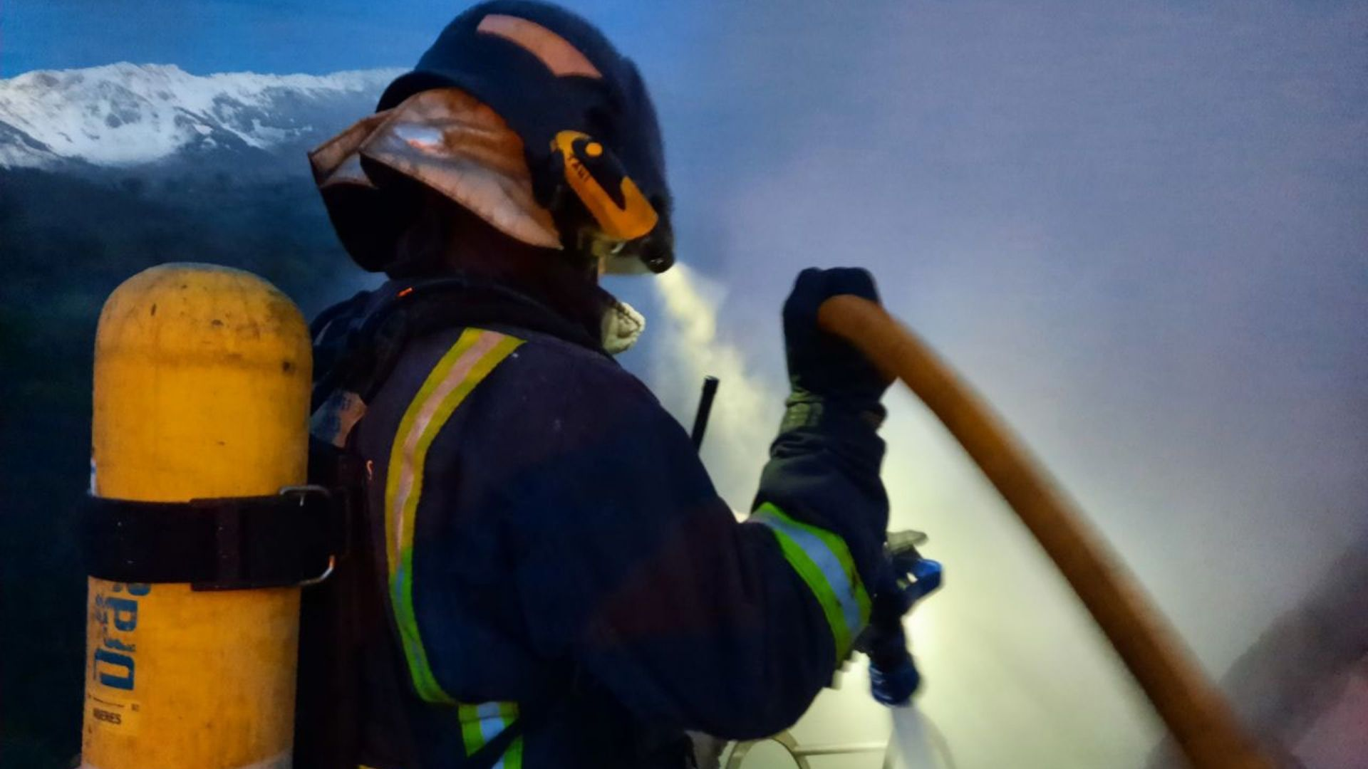 Un bombero, durante una intervención en un incendio