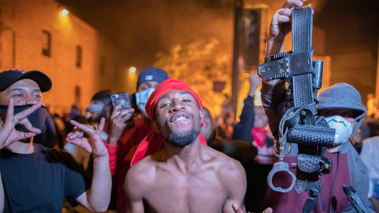 Protestas en Minneapolis contra la policía por la muerte del joven afroamericano