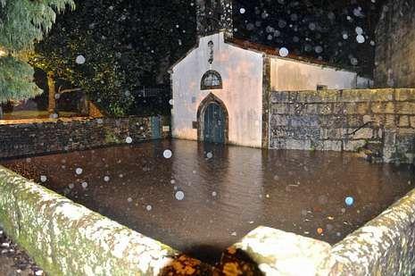 La zona de la iglesia es de las que más sufren estas lluvias.