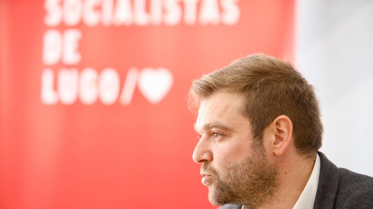 José Tomé se hace con el control del PSOE de Lugo para gobernar la Diputación.El secretario general del PSOE en la provincia de Lugo, Álvaro Santos, en la rueda de prensa en la que anunció su renuncia